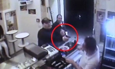 Se si inceppa la sicurezza. Il drammatico video della rapina al Take Away